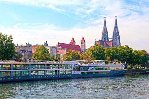 Avalon_Panorama_Exterior_Germany_Danube_Regensburg_011186.jpg