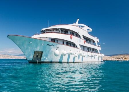 ship3 - croatia.jpg