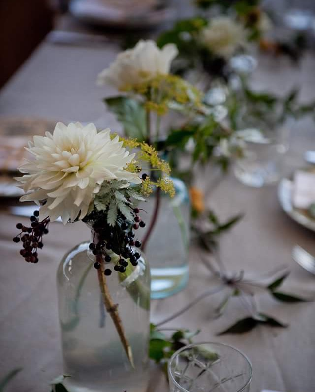 Styling / Wedding planner : CAFE CARAVANE  cafe-caravane.ch/   Photography / photographie : Laurianne Conesa  annecy-photo-mariage.com
