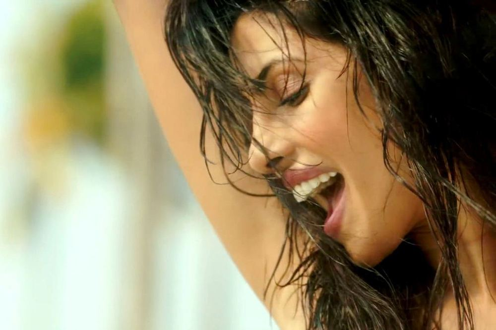 priyanka-chopra-in-exotic-song-17.jpg