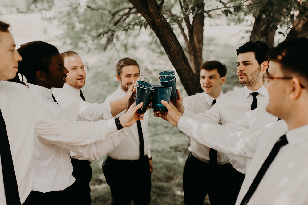 groomsmen getting ready-25.jpg