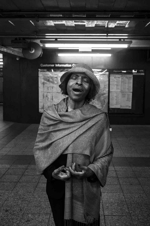 Jennifer - A trained soprano, gospel singer and poet @ 42nd St. / © Kiki Provatas 2015. No usage without permission.