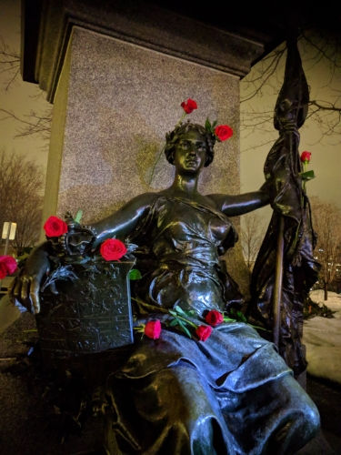 Statue roses.jpg