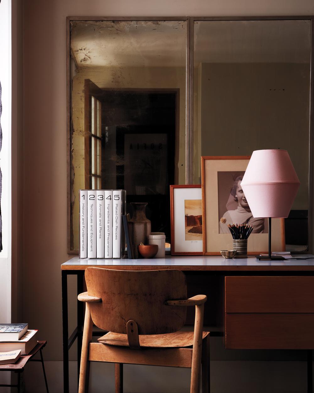 D110260-desk-pinklamp-028-hero.jpg