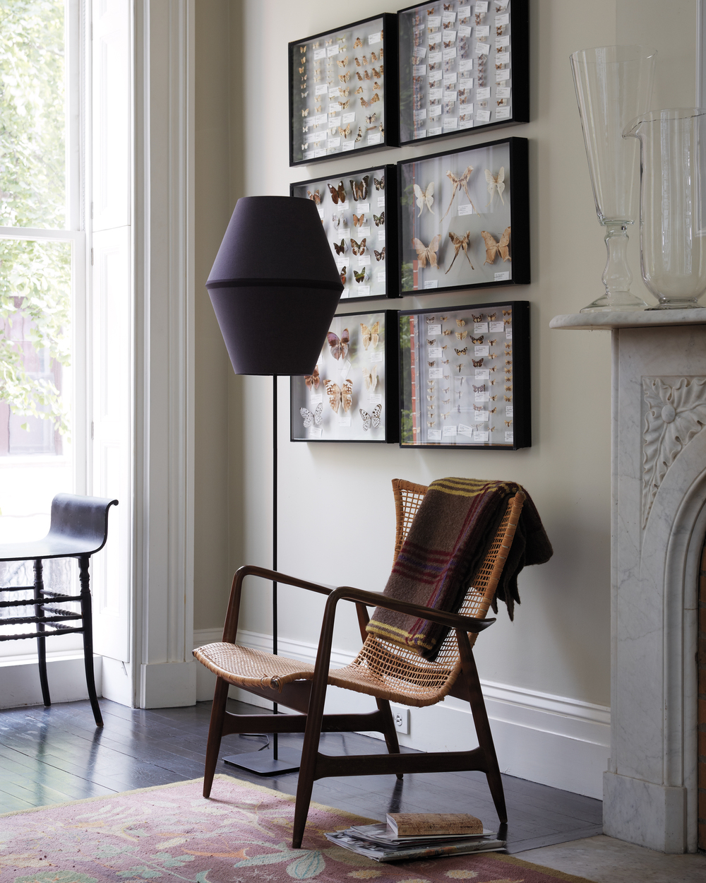 D110260-livingroom-blacklamp-038-downbugs.jpg