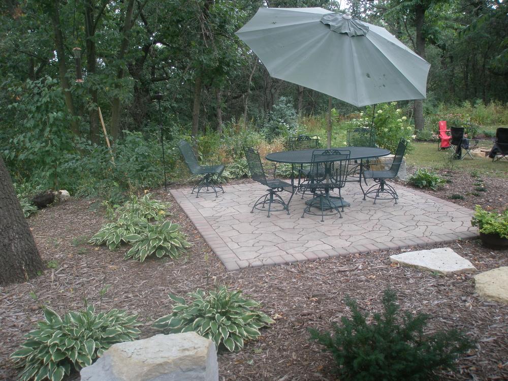 Fieldstone paver patio.JPG