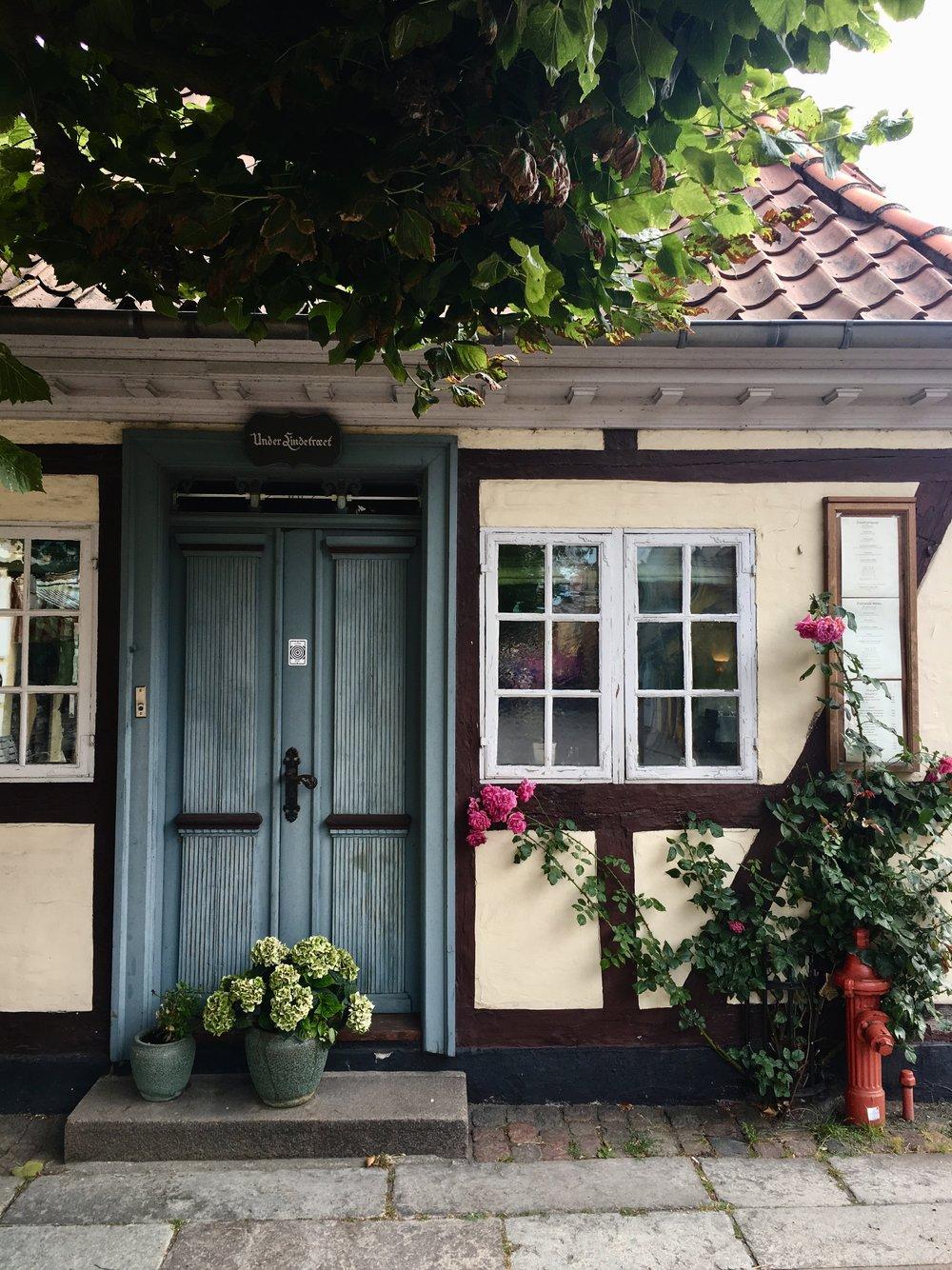 Nere i H.C Andersens gamla hoods njöt vi såklart av de fina fasaderna.