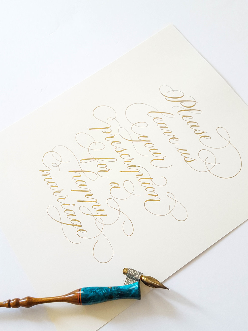 Hand written guestbok sign in gold
