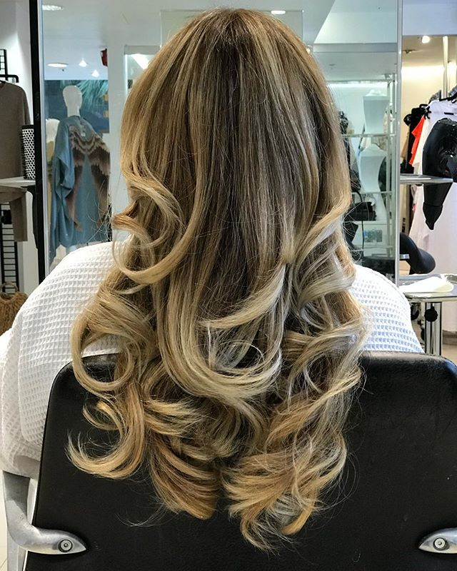 This beautiful balayage ✨  By: @hairbywatters