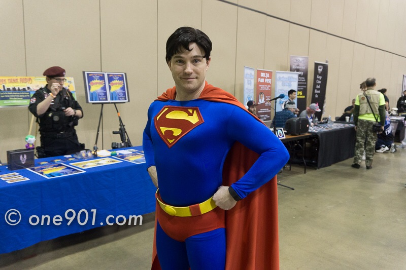 This guy really looks like Superman!