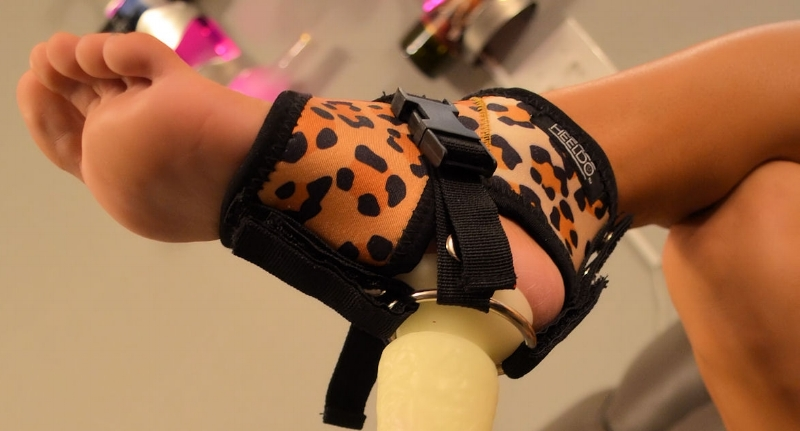 Heeldo with dildo fixed in 'bottom heel' position