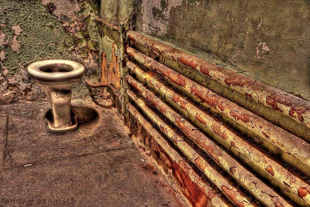 ToiletHDR-2.jpg