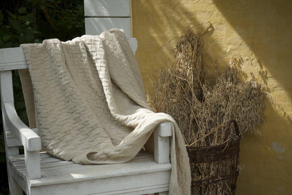 uld og bomuldstæpper   bomulds og uldtæpper i den skønneste retrostil, som bedste ville have strikket det. lyse farver til det skandinaviske interiør