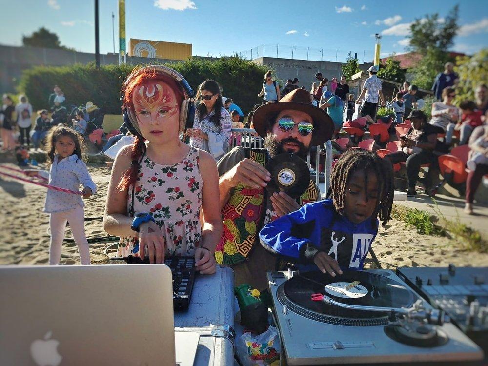Ce n'est pas tous les jours que nous avons la chance de maquiller une mini DJ !   Vous étiez nombreux à être présents ! MERCI !