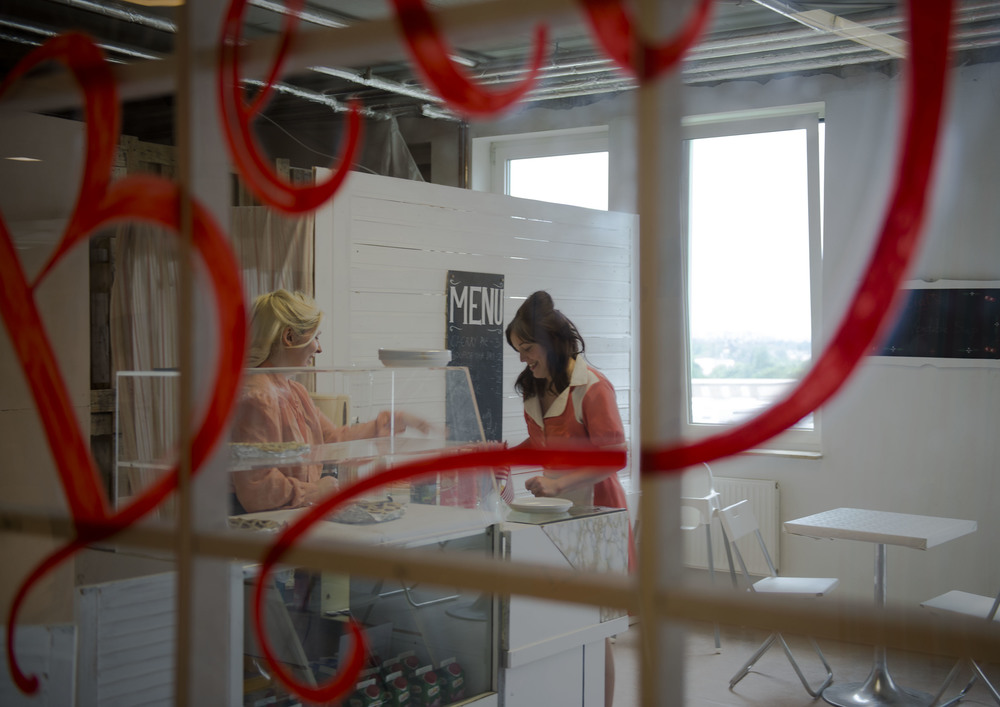 photo credit: Verena Ledig  Lydia Morgan as Betty  Ellie Crawshaw as Moira