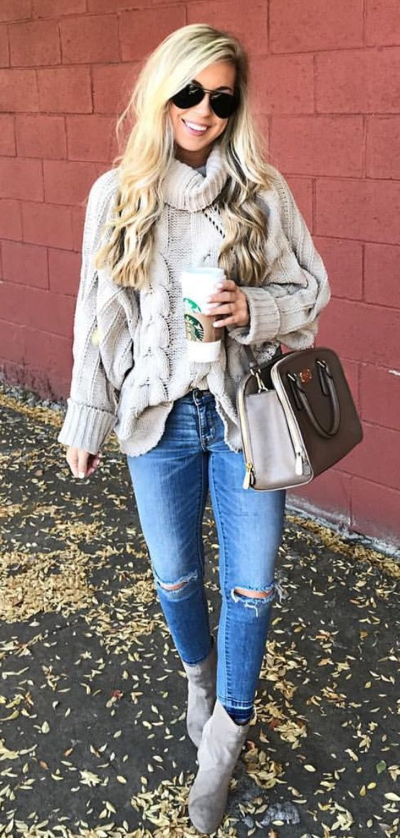 I don't think it gets any comfier than this. This chunk sweater pairs perfect with a skinny leg denim giving it the perfect offset. Pair with a oversized tote, and you have yourself the perfect shopping outfit!