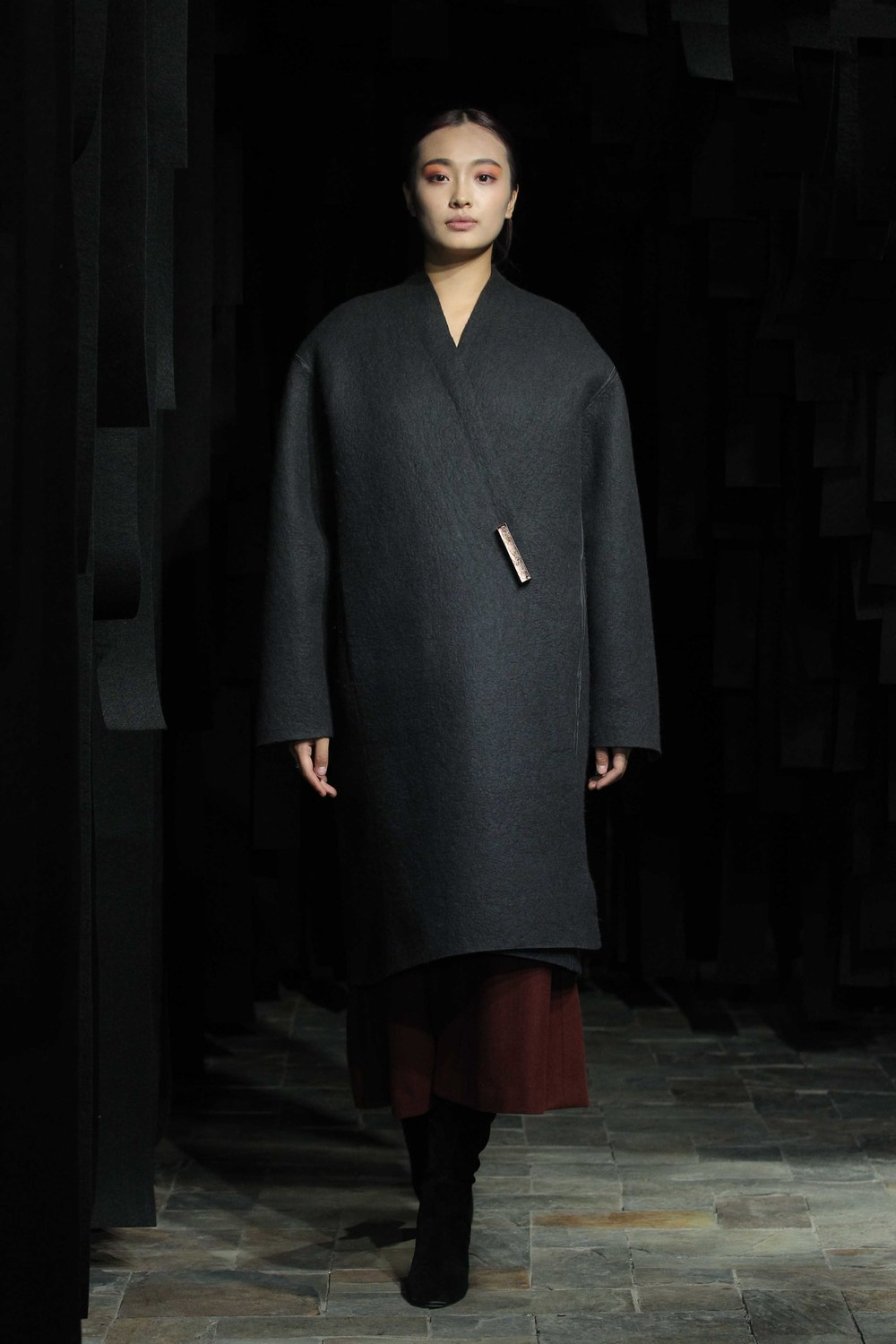Straight-cut yak-felt coat with leather trim // wide woolen flannel-jersey 7/8 pants // silver brooch