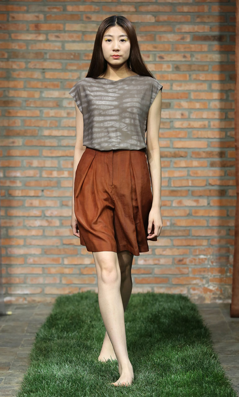 Pomegranate iron Shibori-dye silk jersey top // cinnamon tea-silk shorts with front pleats