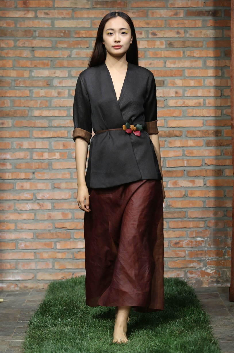 Long fitted seersucker tea-silk jacket // layered cinnamon tea-silk skirt // padded crackle belt