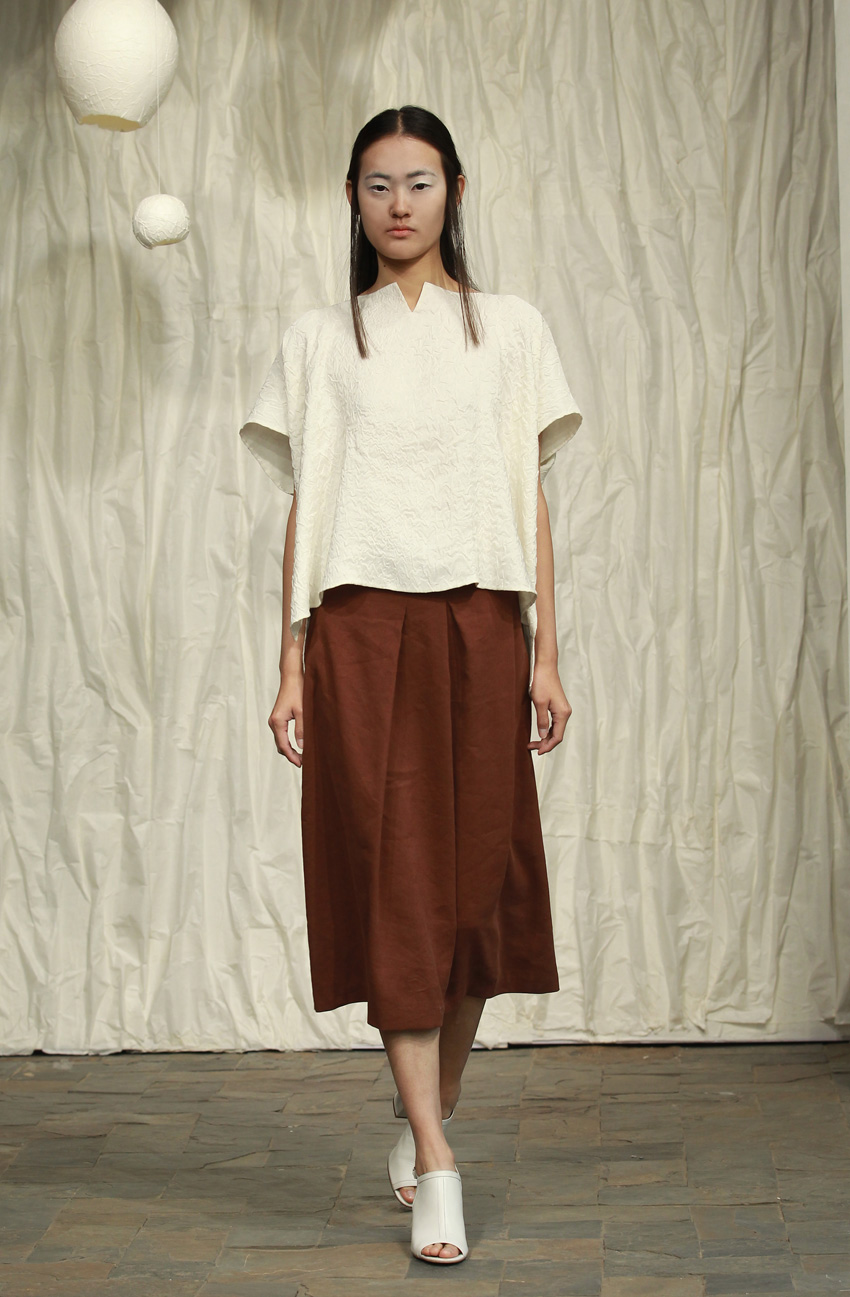 Loose white crackle top// brown silk- linen skirt with irregular front pleats