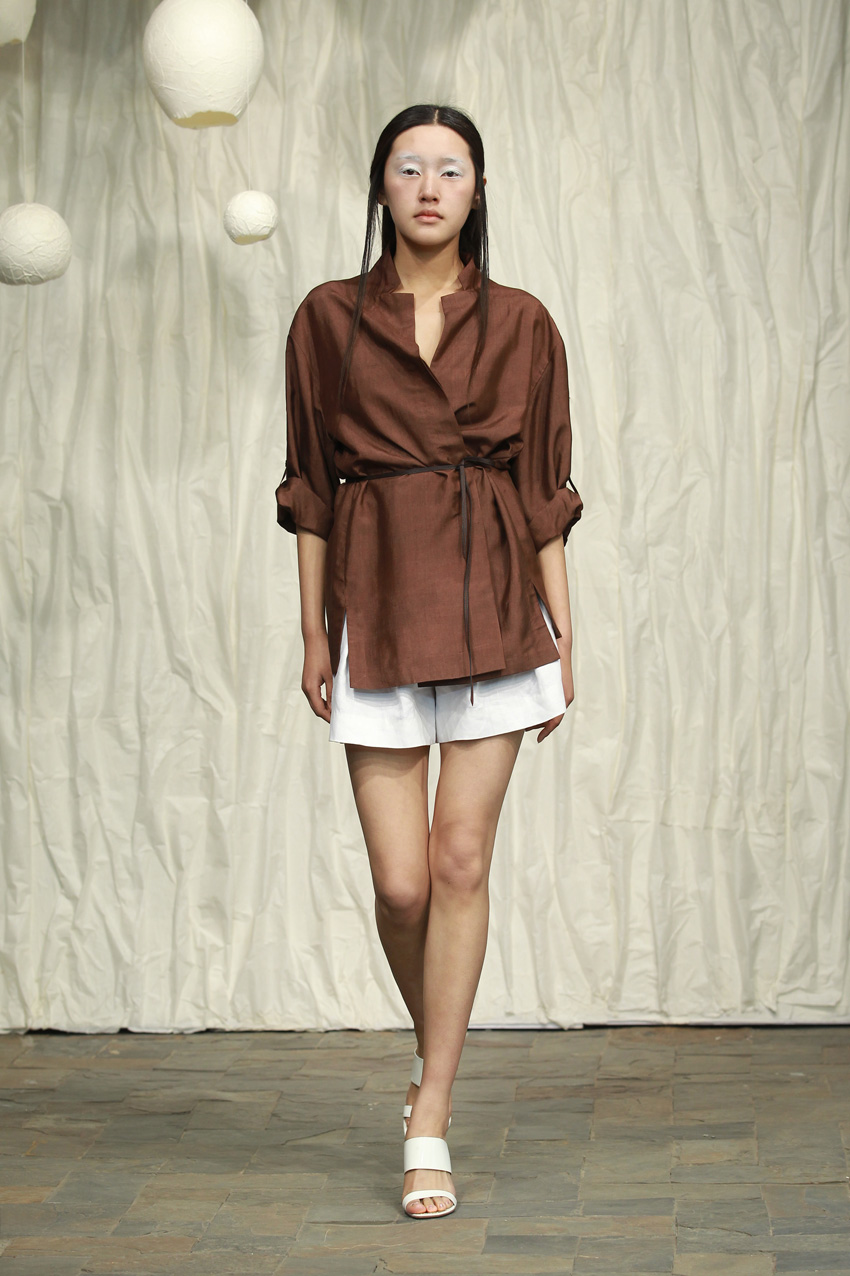 Chocolate brown honan silk blouse with cropped sleeves and thin leather belt