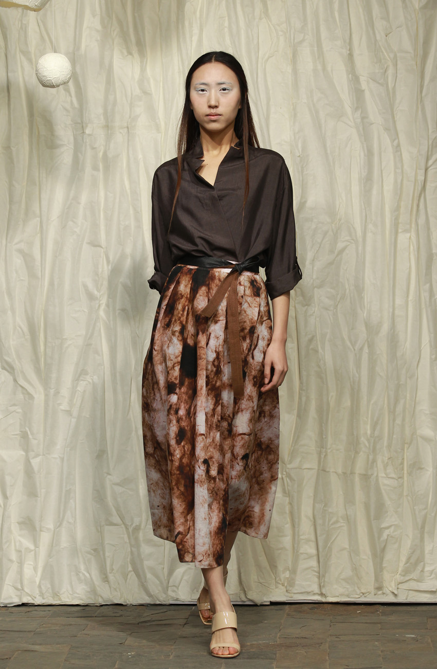 Dark brown honan silk blouse with cropped sleeves and thin leather belt