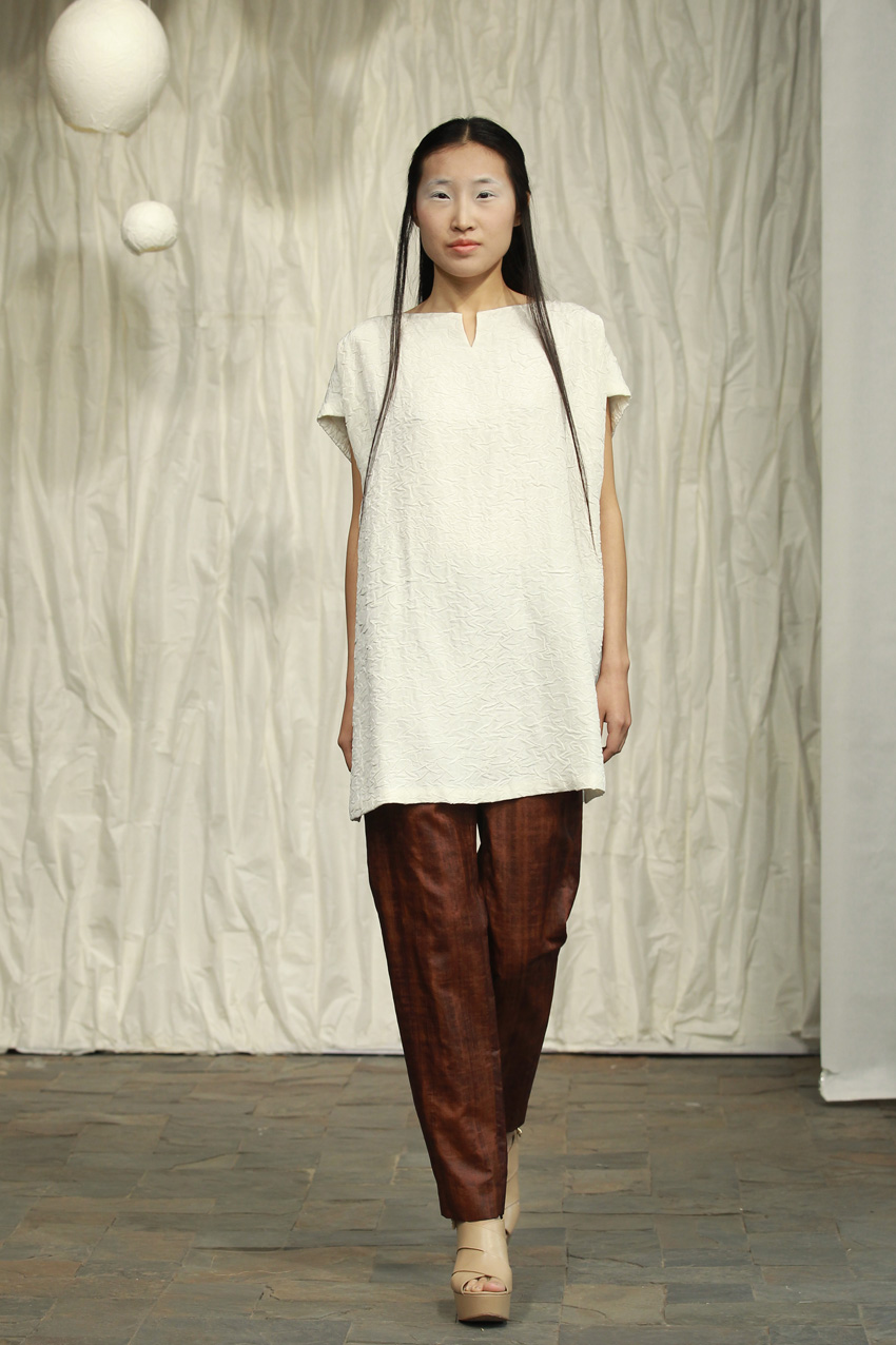 Loose white crackle top with V- neck// straight cinnamon tea silk pants