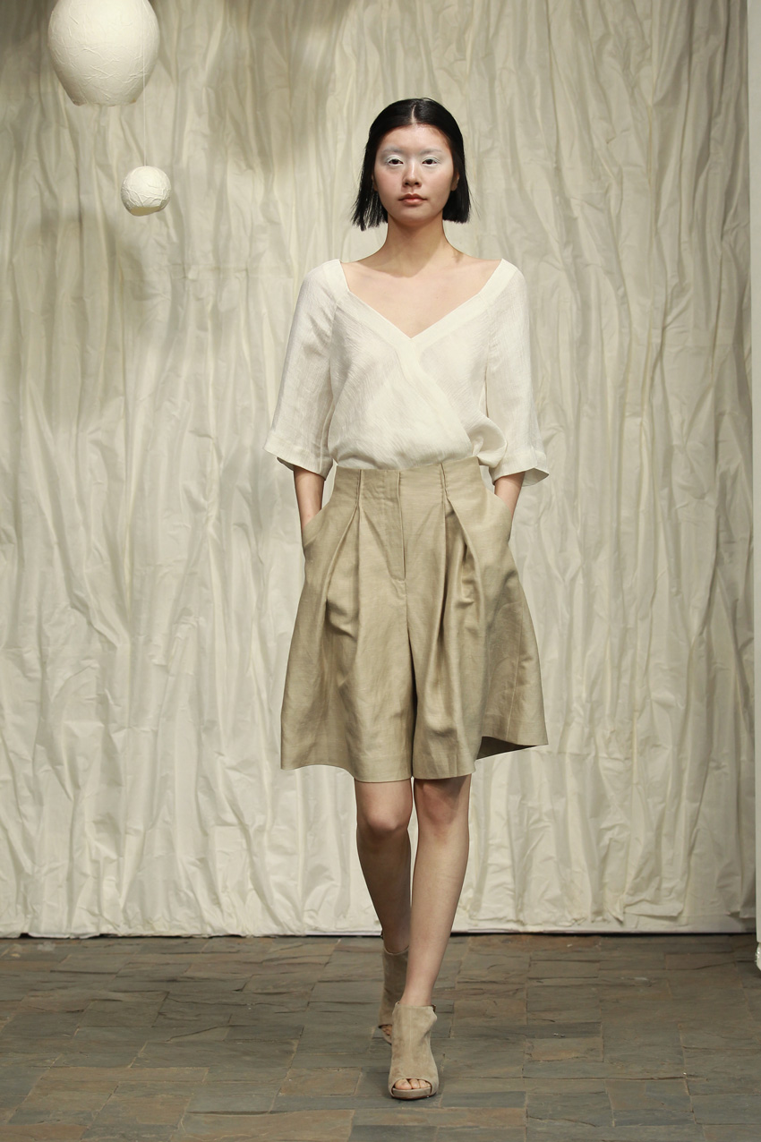 neck wrap blouse with overlapping front part// wide cream colored shorts with pleats