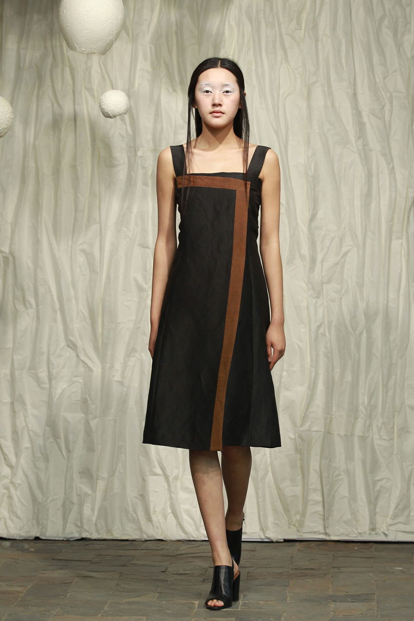 Tea silk strap dress with contrasting edges