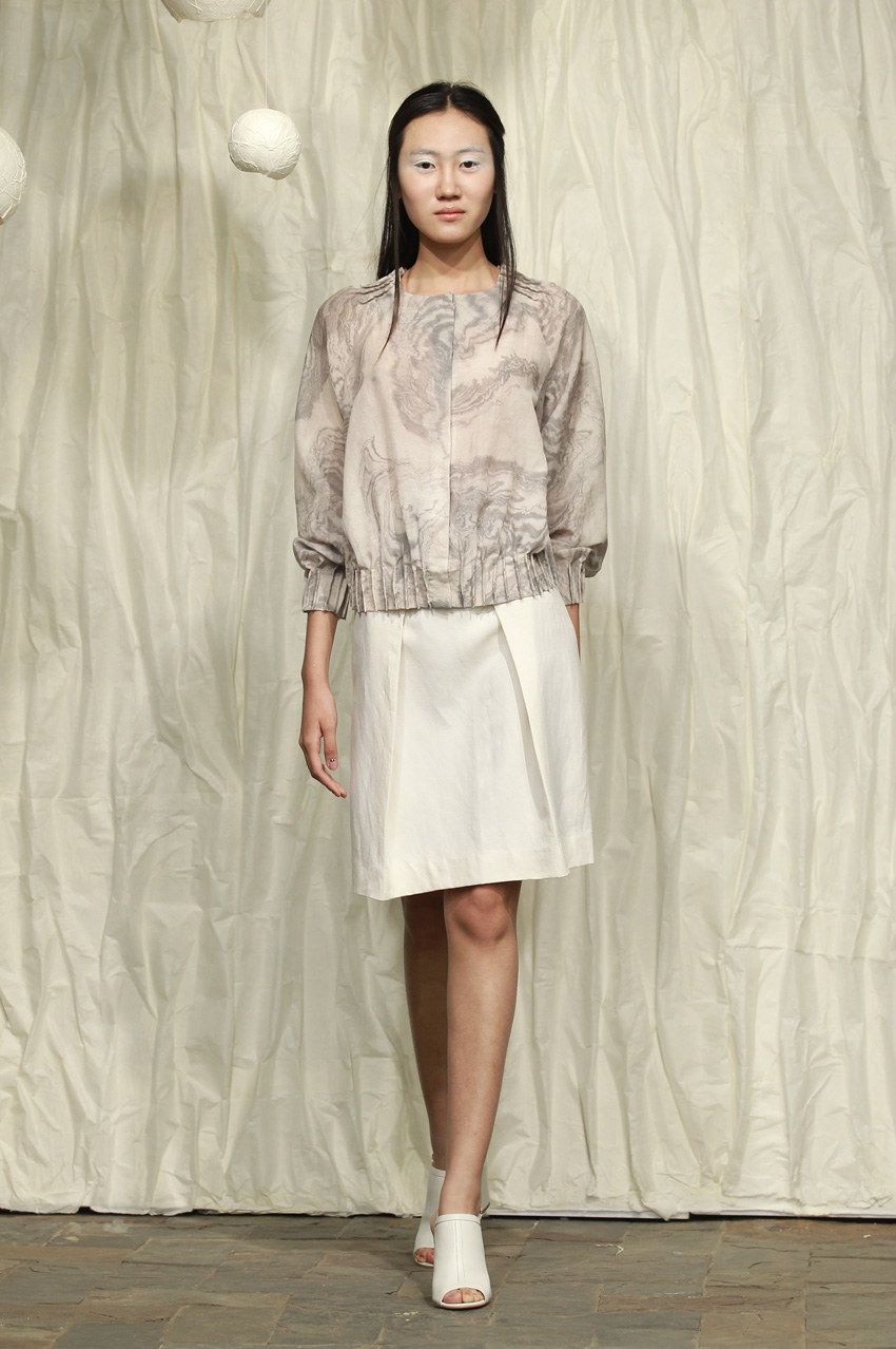 Fitted white washi jacket// grey leather belt// pleated silk- cotton skirt with printing