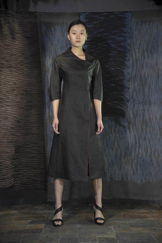 28-02 Tea-silk wraparound dress / 香云纱裹式明线装饰连衣裙