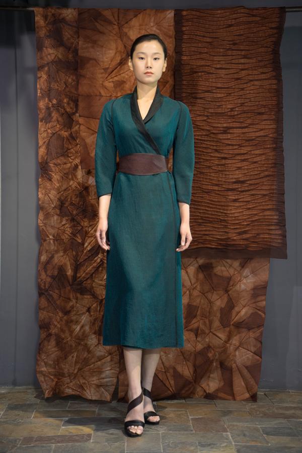 28-14 Emerald green Tea-Silk dress-robe / Red Tea-Silk wide belt / 翡翠绿香云纱长衫 / 红芸纱皮边装饰宽腰带
