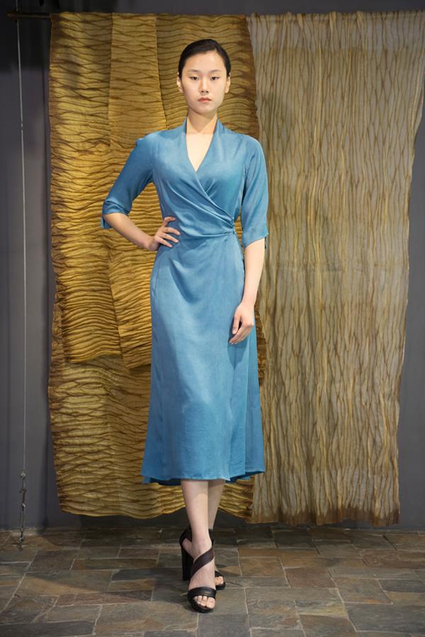 28-16 Natural indigo dyed silk dress / 靛蓝手工染色腰部压褶三粒扣款连衣裙