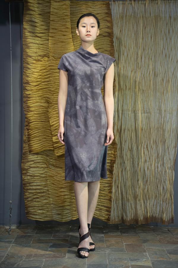 28-17 Gallnut natural-dyed silk crepe de Chine dress / 五倍子手工染色真丝绸不对称款连衣裙