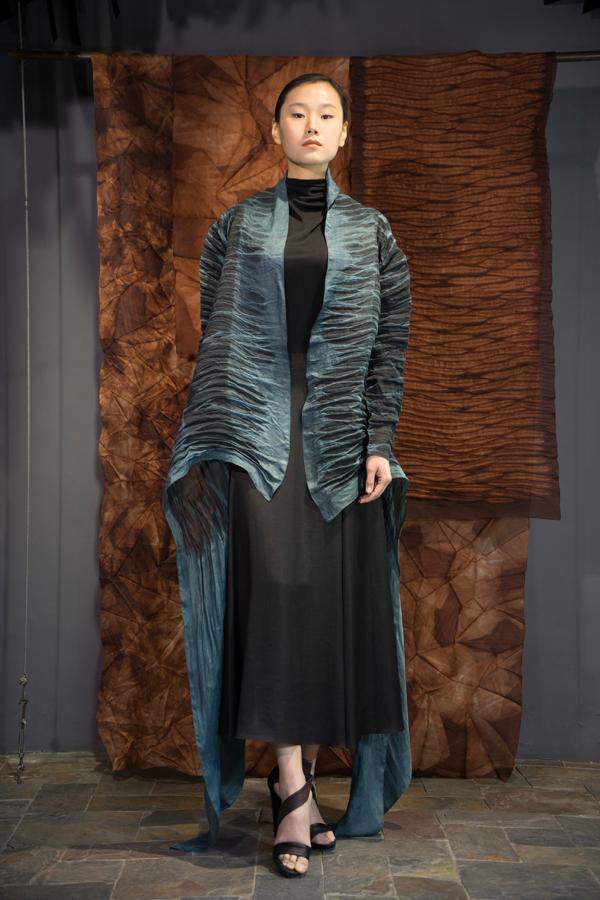 28-15 Natural indigo and iron rust natural-dyed silk organza robe / 靛蓝铁锈混合手工染色长衫 / 黑色真丝针织打底衫 / 不对称真丝半身礼服裙