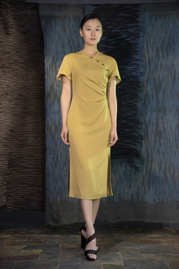 28-07 Pomegranate natural-dyed silk crepe marocain dress with Tea-Silk knot-buttons / 石榴皮手工染色,装饰香云纱手工盘扣,双开衩重磅真丝连衣裙