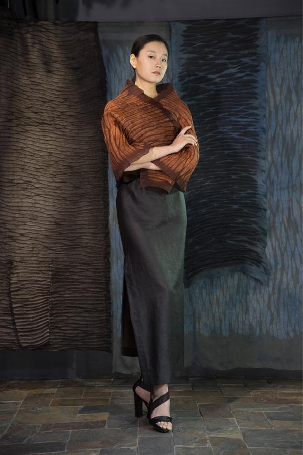 28-05 Shuliang natural-dyed silk organza scarf / Tea-Silk dress / 薯莨手工染色欧根纱披肩 / 香云纱单侧开衩连衣裙