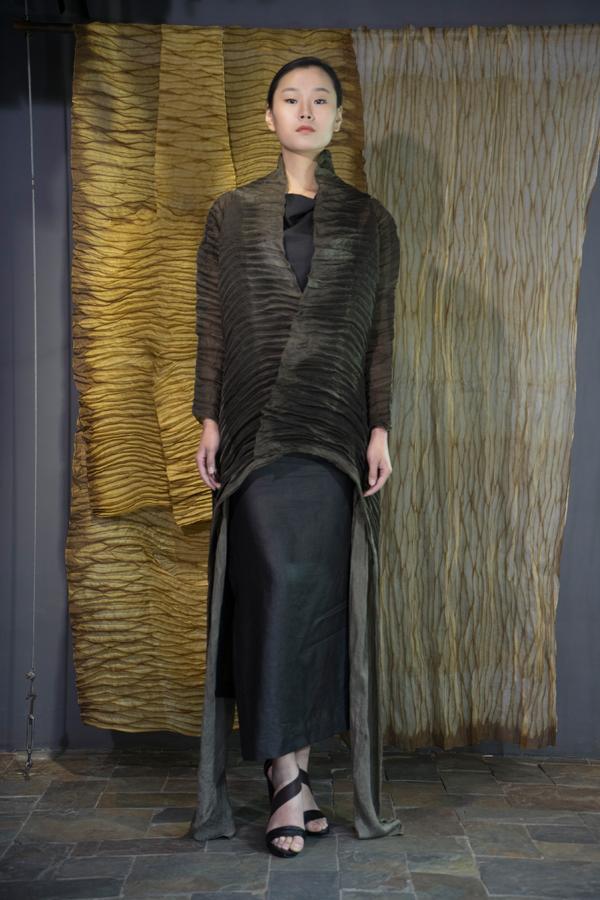 28-10 Iron rust natural-dyed silk organza robe / Tea-Silk dress/ 铁锈处理手工染色长衫 / 香云纱单侧开衩连衣裙