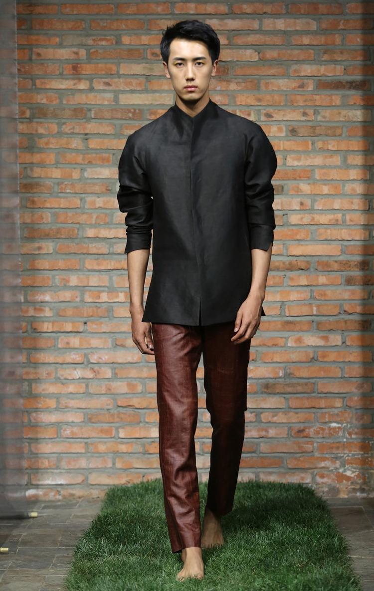 Black tea-silk jacket with notched collar // cinnamon tea-silk spiral-cut pants