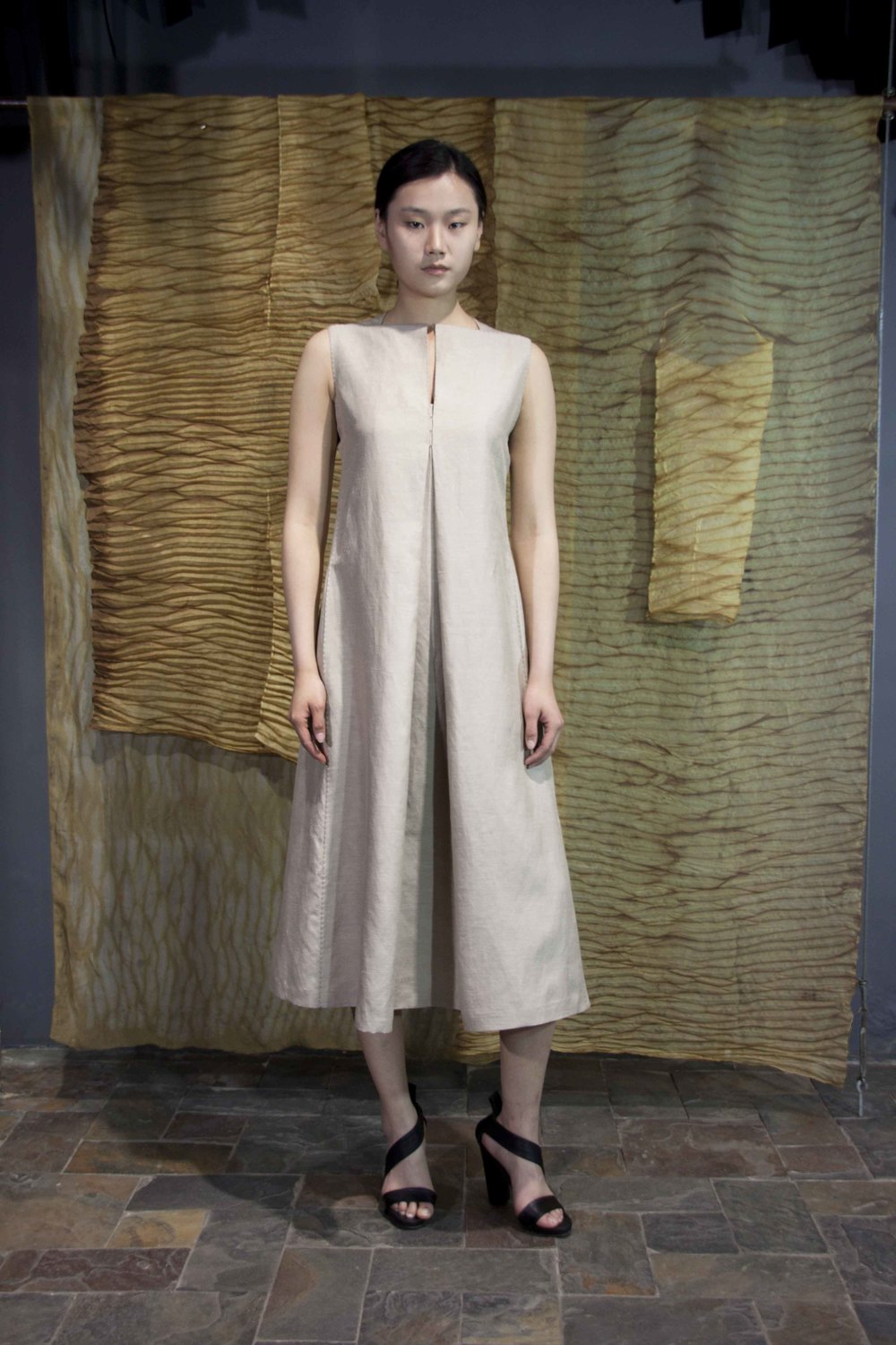 "28-32 Silk-linen loose dress  /    丝麻宽松款连衣裙                                                                                                                                                                                                                                                                                                   /* Style Definitions */  table.MsoNormalTable 	{mso-style-name:""Table Normal""; 	mso-tstyle-rowband-size:0; 	mso-tstyle-colband-size:0; 	mso-style-noshow:yes; 	mso-style-priority:99; 	mso-style-qformat:yes; 	mso-style-parent:""""; 	mso-padding-alt:0in 5.4pt 0in 5.4pt; 	mso-para-margin-top:0in; 	mso-para-margin-right:0in; 	mso-para-margin-bottom:10.0pt; 	mso-para-margin-left:0in; 	line-height:115%; 	mso-pagination:widow-orphan; 	font-size:11.0pt; 	font-family:""Calibri"",""sans-serif""; 	mso-ascii-font-family:Calibri; 	mso-ascii-theme-font:minor-latin; 	mso-hansi-font-family:Calibri; 	mso-hansi-theme-font:minor-latin; 	mso-bidi-font-family:""Times New Roman""; 	mso-bidi-theme-font:minor-bidi;}"