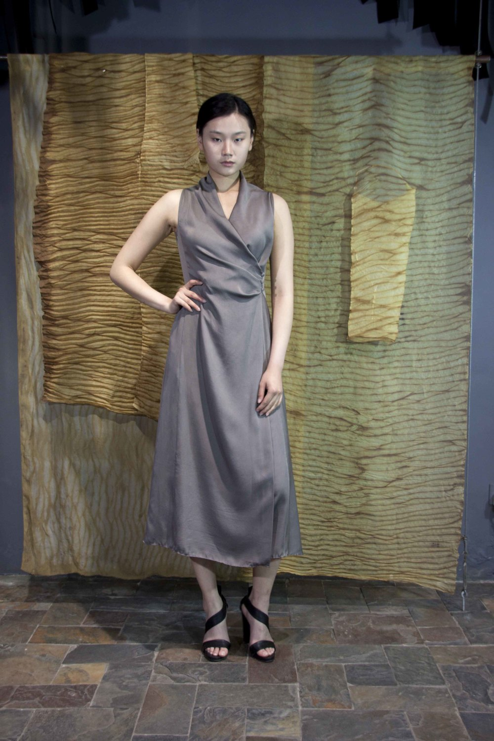 "28-33 Ash grey natural-dyed silk wrap-around dress with side buttons  /   灰色手工染色腰部压褶三粒纽扣款连衣裙                                                                                                                                                                                                                                                                                                     /* Style Definitions */  table.MsoNormalTable 	{mso-style-name:""Table Normal""; 	mso-tstyle-rowband-size:0; 	mso-tstyle-colband-size:0; 	mso-style-noshow:yes; 	mso-style-priority:99; 	mso-style-qformat:yes; 	mso-style-parent:""""; 	mso-padding-alt:0in 5.4pt 0in 5.4pt; 	mso-para-margin-top:0in; 	mso-para-margin-right:0in; 	mso-para-margin-bottom:10.0pt; 	mso-para-margin-left:0in; 	line-height:115%; 	mso-pagination:widow-orphan; 	font-size:11.0pt; 	font-family:""Calibri"",""sans-serif""; 	mso-ascii-font-family:Calibri; 	mso-ascii-theme-font:minor-latin; 	mso-hansi-font-family:Calibri; 	mso-hansi-theme-font:minor-latin; 	mso-bidi-font-family:""Times New Roman""; 	mso-bidi-theme-font:minor-bidi;}"