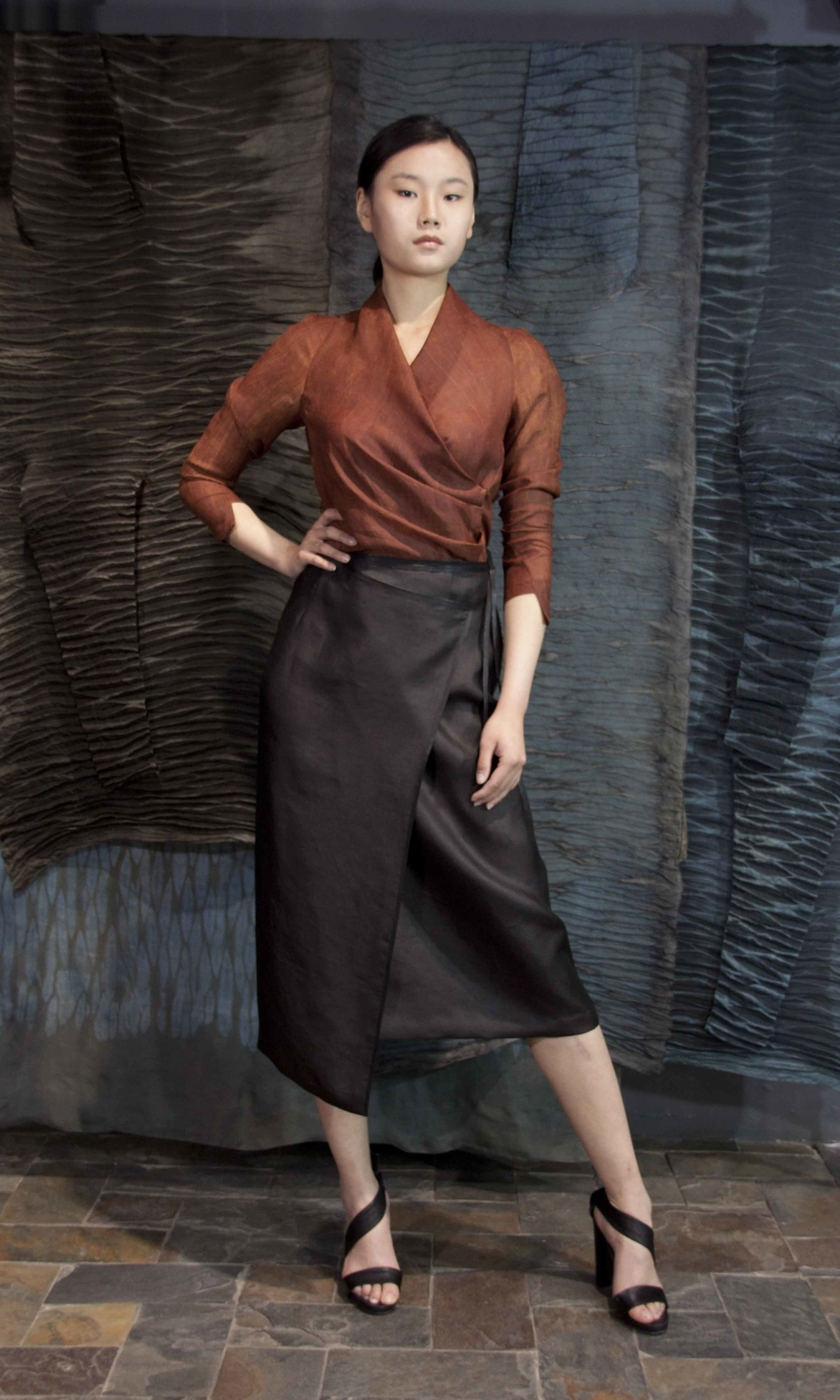"28-21 Wrap-around red-tea-silk blouse/ Wrap-around asymmetric tea-silk skirt  /    红芸纱腰部压褶女式衬衫  /  香云纱不对称裹式系皮鞭腰带款半身裙子                                                                                                                                                                                                                                                                                                   /* Style Definitions */  table.MsoNormalTable 	{mso-style-name:""Table Normal""; 	mso-tstyle-rowband-size:0; 	mso-tstyle-colband-size:0; 	mso-style-noshow:yes; 	mso-style-priority:99; 	mso-style-qformat:yes; 	mso-style-parent:""""; 	mso-padding-alt:0in 5.4pt 0in 5.4pt; 	mso-para-margin-top:0in; 	mso-para-margin-right:0in; 	mso-para-margin-bottom:10.0pt; 	mso-para-margin-left:0in; 	line-height:115%; 	mso-pagination:widow-orphan; 	font-size:11.0pt; 	font-family:""Calibri"",""sans-serif""; 	mso-ascii-font-family:Calibri; 	mso-ascii-theme-font:minor-latin; 	mso-hansi-font-family:Calibri; 	mso-hansi-theme-font:minor-latin; 	mso-bidi-font-family:""Times New Roman""; 	mso-bidi-theme-font:minor-bidi;}"