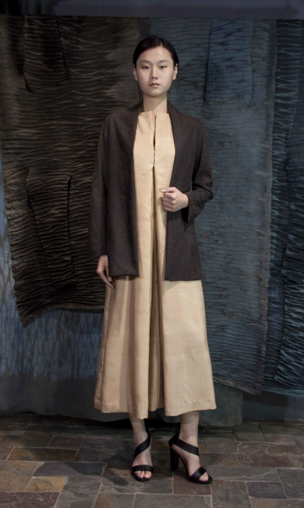 "28-23 Tea-silk jacket/ Loose Honan-silk jumpsuit  /   香云纱印花夹克  /   真丝宽松款连身裤                                                                                                                                                                                                                                                                                                   /* Style Definitions */  table.MsoNormalTable 	{mso-style-name:""Table Normal""; 	mso-tstyle-rowband-size:0; 	mso-tstyle-colband-size:0; 	mso-style-noshow:yes; 	mso-style-priority:99; 	mso-style-qformat:yes; 	mso-style-parent:""""; 	mso-padding-alt:0in 5.4pt 0in 5.4pt; 	mso-para-margin-top:0in; 	mso-para-margin-right:0in; 	mso-para-margin-bottom:10.0pt; 	mso-para-margin-left:0in; 	line-height:115%; 	mso-pagination:widow-orphan; 	font-size:11.0pt; 	font-family:""Calibri"",""sans-serif""; 	mso-ascii-font-family:Calibri; 	mso-ascii-theme-font:minor-latin; 	mso-hansi-font-family:Calibri; 	mso-hansi-theme-font:minor-latin; 	mso-bidi-font-family:""Times New Roman""; 	mso-bidi-theme-font:minor-bidi;}"