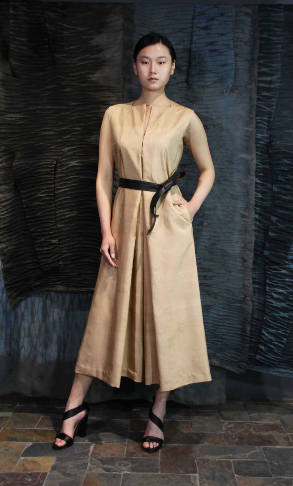 "28-22 Loose Honan-silk jumpsuit  /   真丝宽松款连身裤                                                                                                                                                                                                                                                                                                        /* Style Definitions */  table.MsoNormalTable 	{mso-style-name:""Table Normal""; 	mso-tstyle-rowband-size:0; 	mso-tstyle-colband-size:0; 	mso-style-noshow:yes; 	mso-style-priority:99; 	mso-style-qformat:yes; 	mso-style-parent:""""; 	mso-padding-alt:0in 5.4pt 0in 5.4pt; 	mso-para-margin-top:0in; 	mso-para-margin-right:0in; 	mso-para-margin-bottom:10.0pt; 	mso-para-margin-left:0in; 	line-height:115%; 	mso-pagination:widow-orphan; 	font-size:11.0pt; 	font-family:""Calibri"",""sans-serif""; 	mso-ascii-font-family:Calibri; 	mso-ascii-theme-font:minor-latin; 	mso-hansi-font-family:Calibri; 	mso-hansi-theme-font:minor-latin; 	mso-bidi-font-family:""Times New Roman""; 	mso-bidi-theme-font:minor-bidi;}"