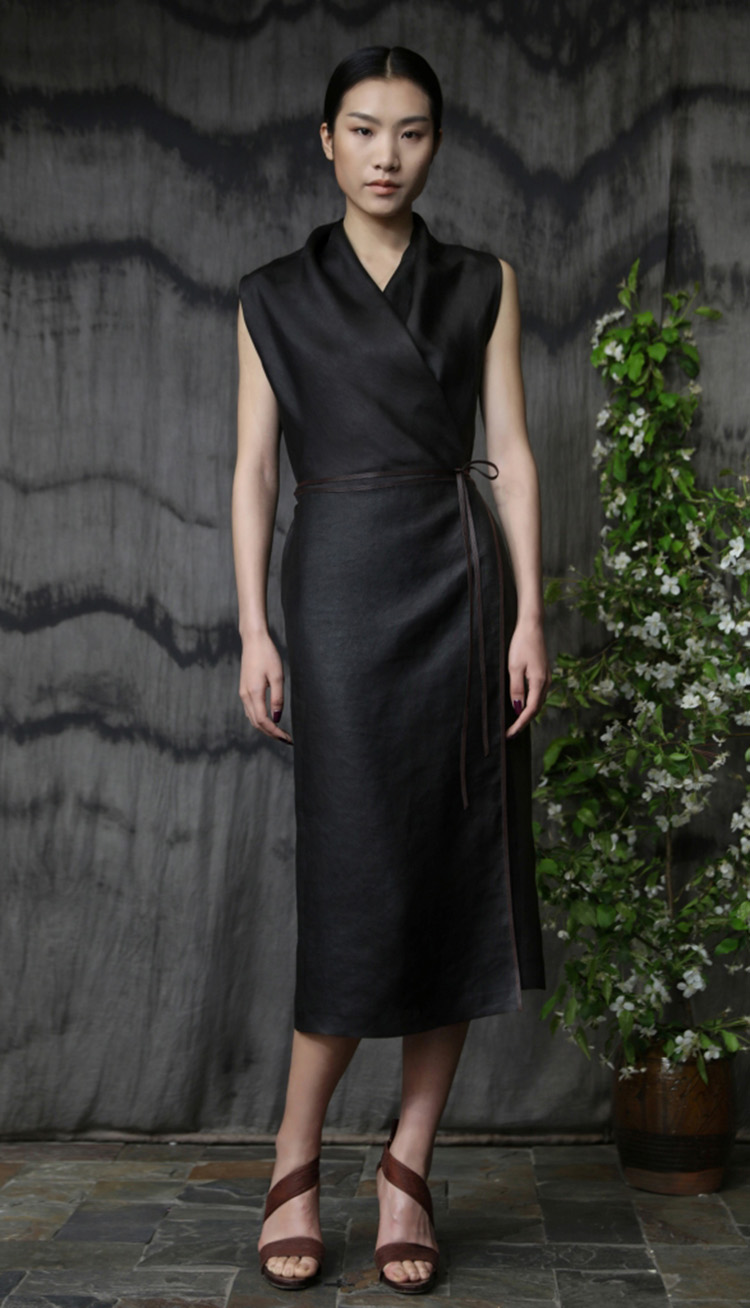 香云纱领口压褶包裹式系带连衣裙/Tea-silk wrap dress with leather belt.
