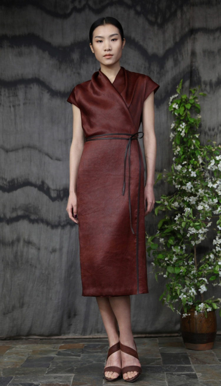红芸纱包裹式系带连衣裙/ Red tea-silk wrap dress with leather belt.