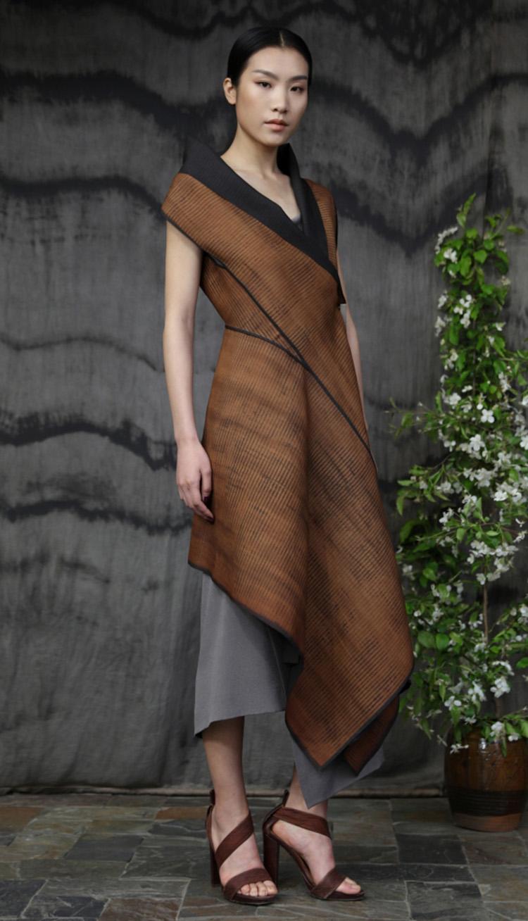 杭罗香云纱矩形剪裁包裹式连衣裙/五倍子植物手工染色吊带裙/Hang luo tea-silk rectangular cut dress/Gallnut natural dyed silk crepe strap dress.