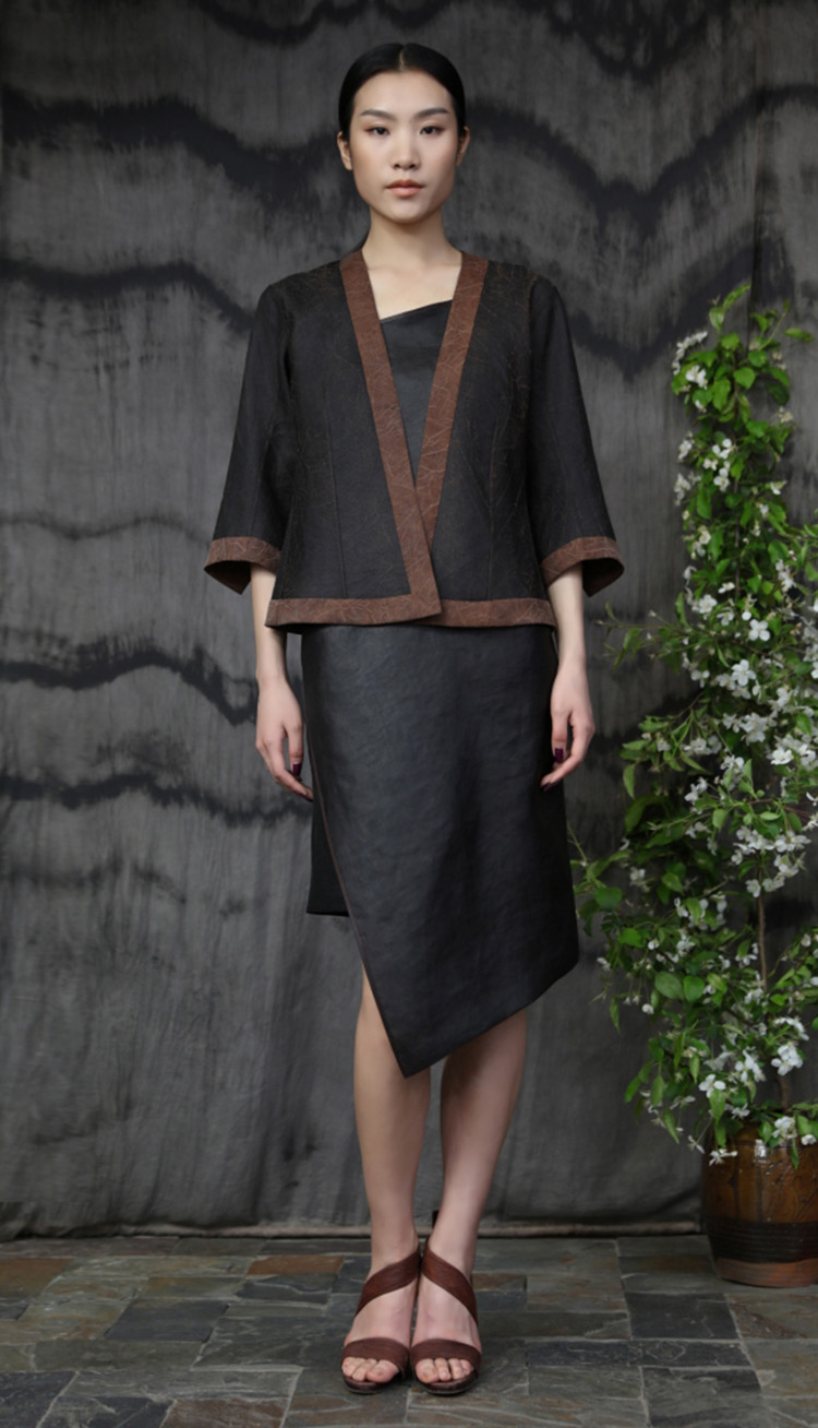 香云纱双面穿夹克/ 香云纱吊带裙/ Tea silk double face jacket/ Tea silk strap dress.