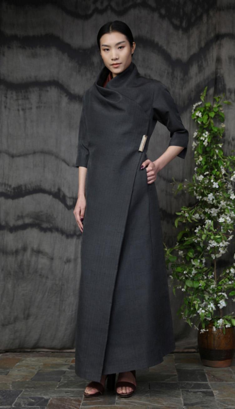 沥青色双宫丝包裹式礼服裙/Doupion silk wrap evening dress.