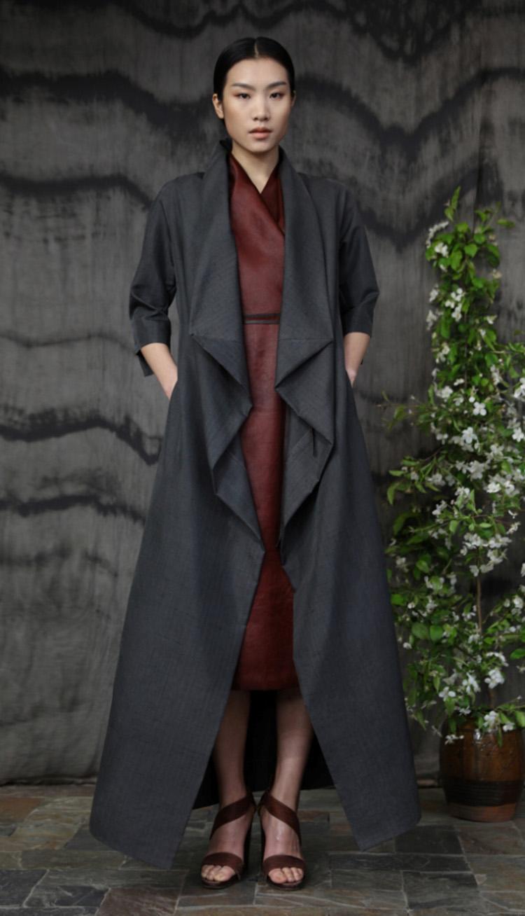 沥青色双宫丝包裹式礼服裙/ 红芸纱包裹式系带连衣裙/Doupion silk wrap evening dress/ Red tea-silk wrap dress with thin leather belt.